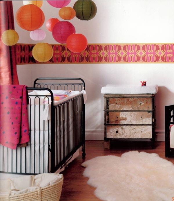 habitaciones para bebes con globos de papel de colores