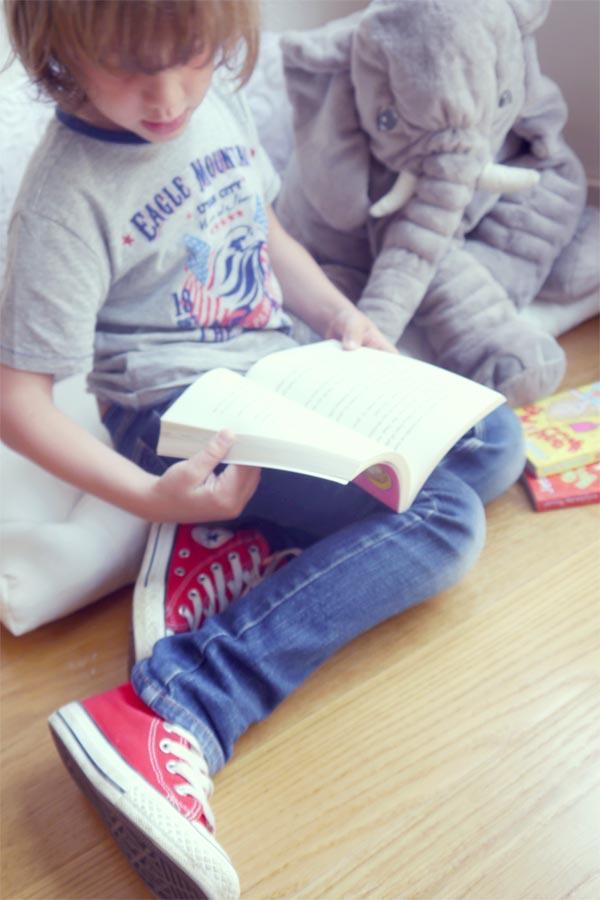 nico leyendo2