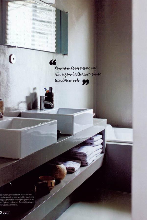 Una casa en gris blanco y madera escarabajos bichos y - Cocinas en gris y blanco ...