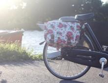 Alforja de flores para la bici