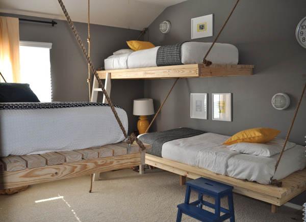 Dormitorio compartido con camas colgantes