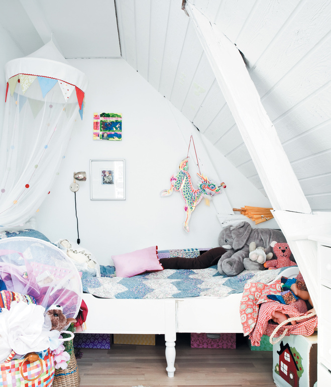 vedbaek-house-attic-small-bed-for-maja
