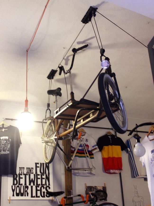 bici colgada