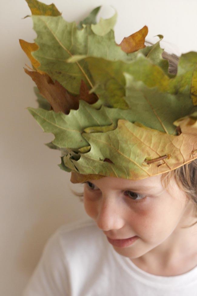 corona niños hecha con hojas