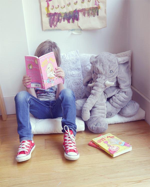 nico leyendo