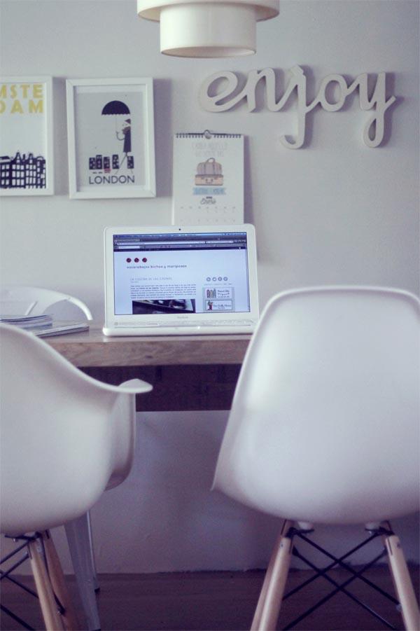 mesa pared blanca