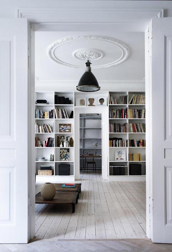 Library-Yvonne-Kone-Home-©-Line-Klein-for-Elle-Decoration-Est-Magazine