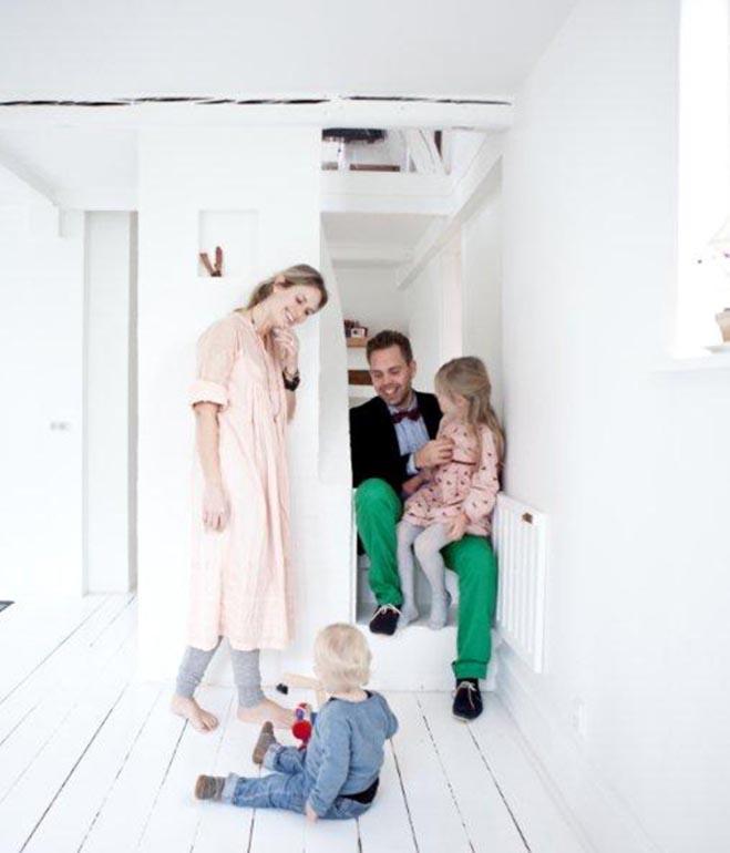 extended-vedbaek-house-family-portrait