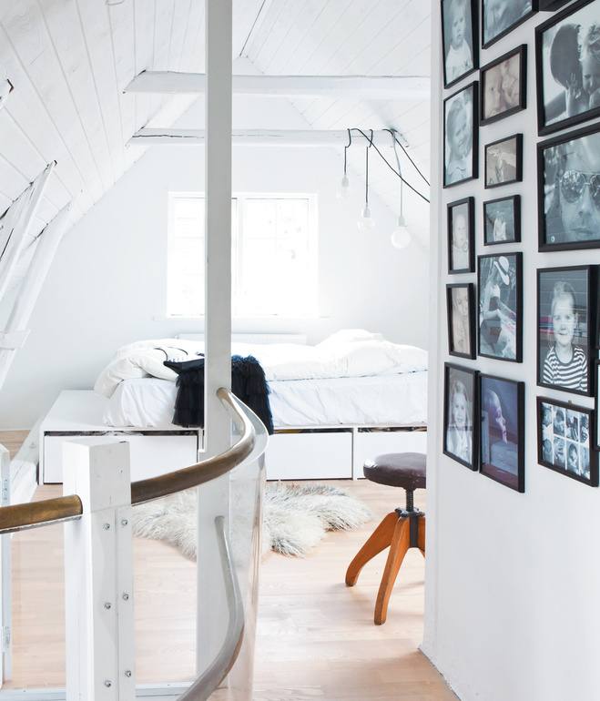 vedbaek-house-attic-platform-bed-custom-designed-by-bjerre-poulsen (1)