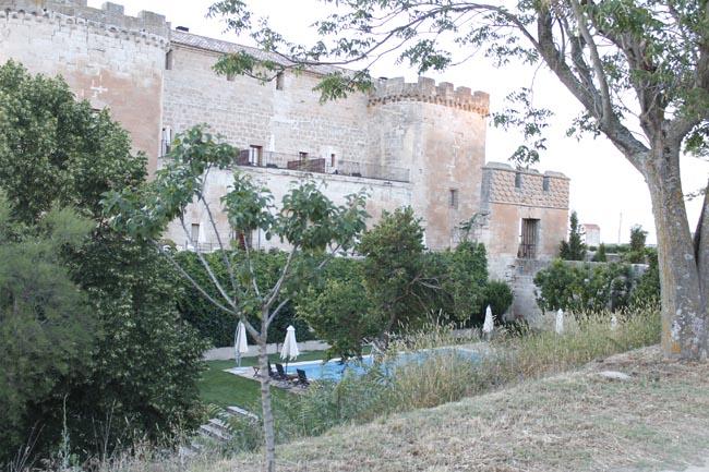 castillo del buen amor piscina