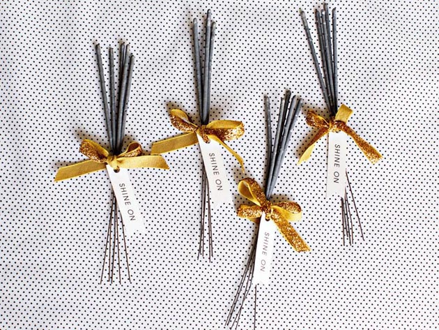 Original_Camille-Styles-new-years-eve-glitter-party-sparklers_h.jpg.rend.hgtvcom.966.725