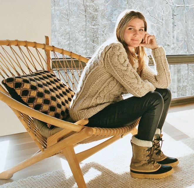 aerin-lauder-sorel-boots-sweater-leather-pants-ski-style-via-vogue